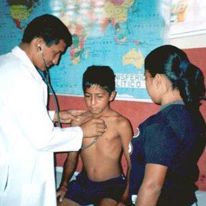 Programas de control de la parasitosis intestinal. Escuelas de los Barrios Unidos del Río Manta. Quito, Ecuador.
